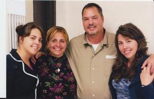 _1-Ramón con dos de sus hijas y Elizabeth-g
