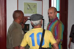 Se reúnen caricaturistas villaclareños con Gerardo Hernández.