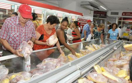 cubans welcome reduction in food prices.jpg