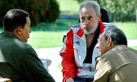 Chavez Fidel y Raul.jpg